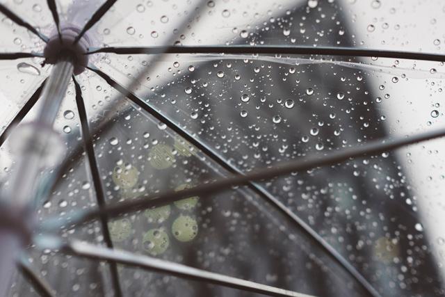 後悔恋愛別れ雨の出会い
