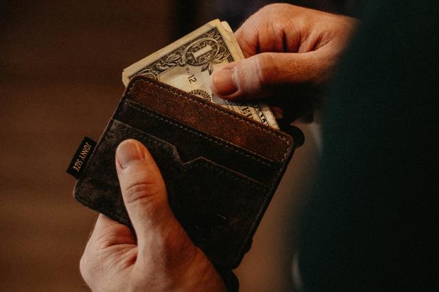 結婚不向き不幸を呼ぶ危険な男性お金に甘い金銭感覚