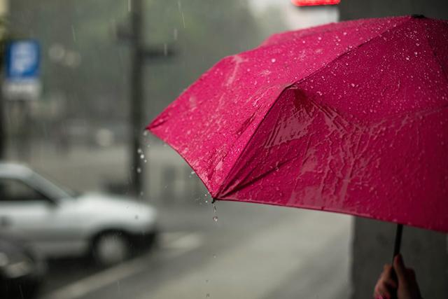 後悔恋愛別れ雨デート