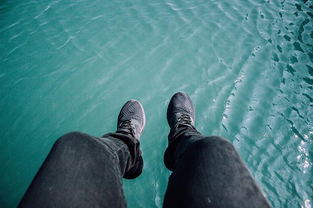高いところから落下する夢占い