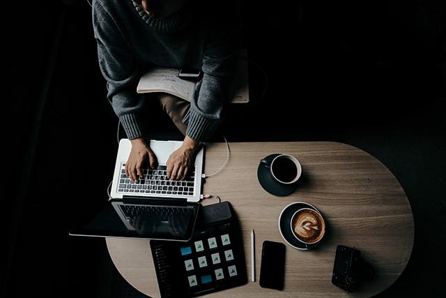 職場パワハラされやすい人の特徴は孤立している人