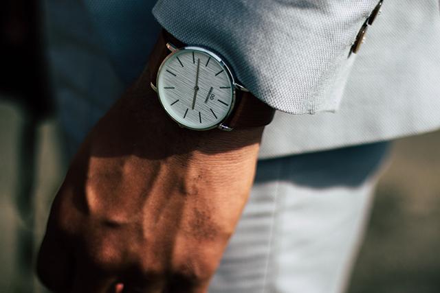 夫の浮気を疑った外出後の腕時計