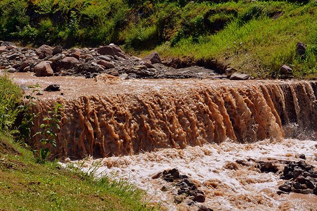歩いている川の水が濁っている場合の意味メッセージ深層心理