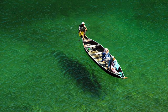 小さな船で川を渡る夢の意味メッセージ深層心理