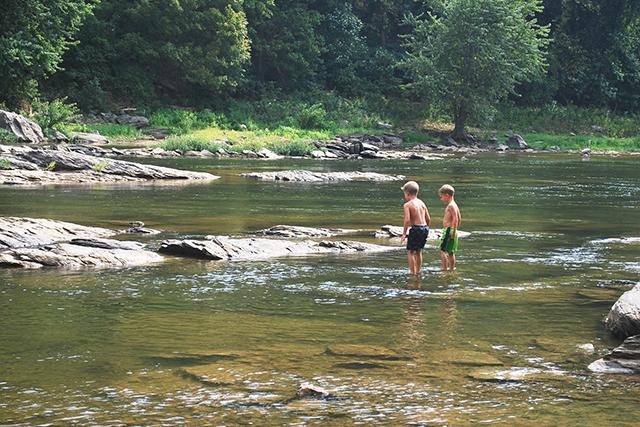 川の中を歩く夢の意味メッセージ深層心理
