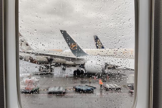 乗り物に乗っている時に雨が降っている夢の意味メッセージ暗示