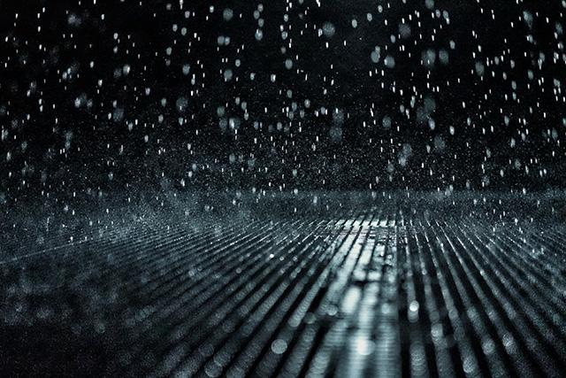 窓やドアから部屋の中に雨が吹き込んでくる夢の意味メッセージ暗示