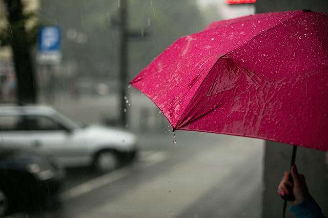 雨宿りする夢の意味メッセージ暗示