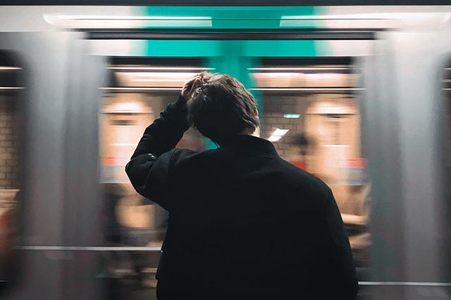 電車やバスに乗り遅れる夢の意味メッセージ