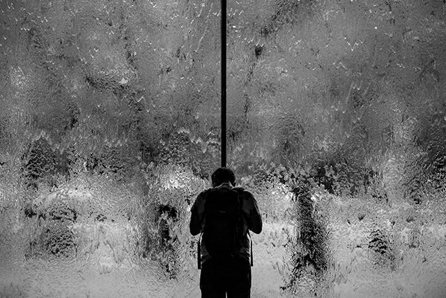 一人孤独に置き去りにされて泣いている夢の意味・メッセージ