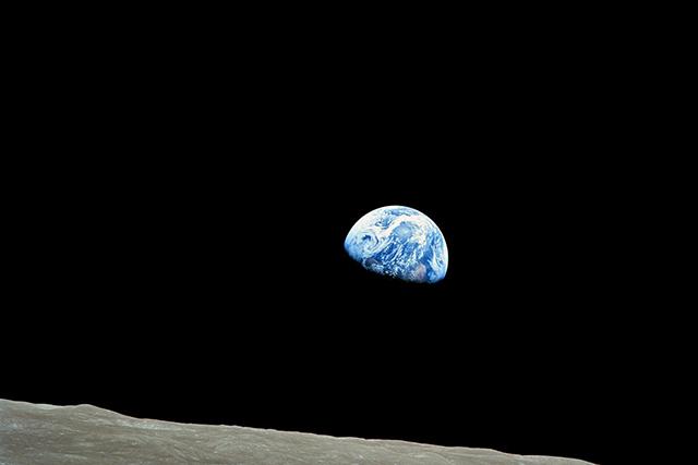 宇宙から地球をみる夢の意味