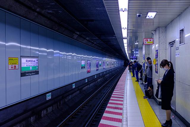 駅で電車を待つ自分がいる夢の意味