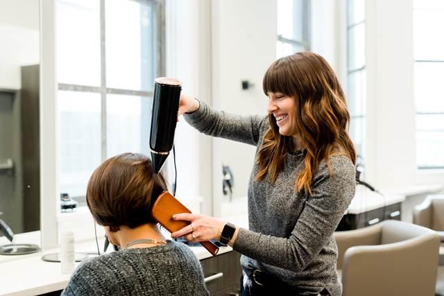 無料夢占い髪の毛を切る夢の意味意志や決断を示している