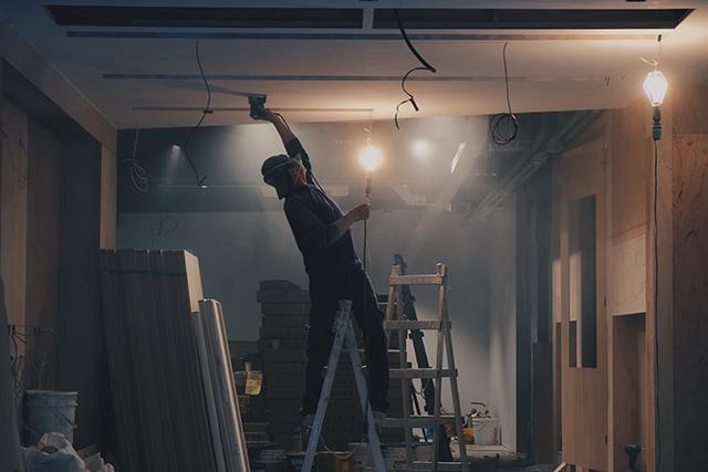 建物の天井から雨漏りする夢の意味