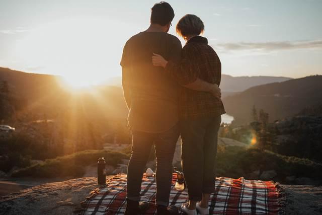 遠距離恋愛を乗り越えて結婚したいなら会う頻度をなるべく減らさない