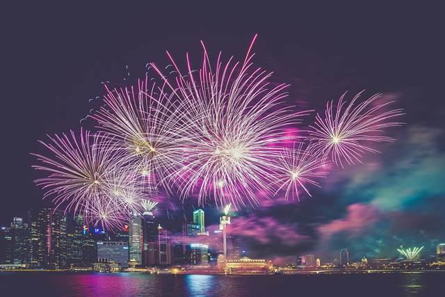 爆発音と花火が上がる夢の意味