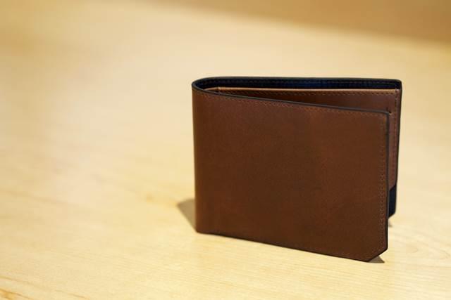 夫の財布に見慣れないカードを発見して浮気疑惑が深まる