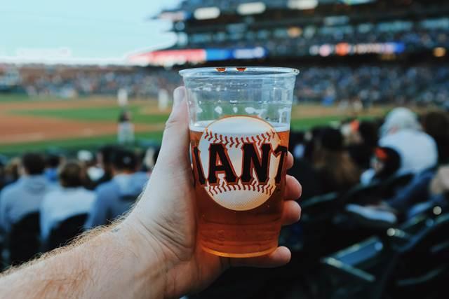 野球観戦後に二人で飲みそしてホテルへいって不倫関係が始まった