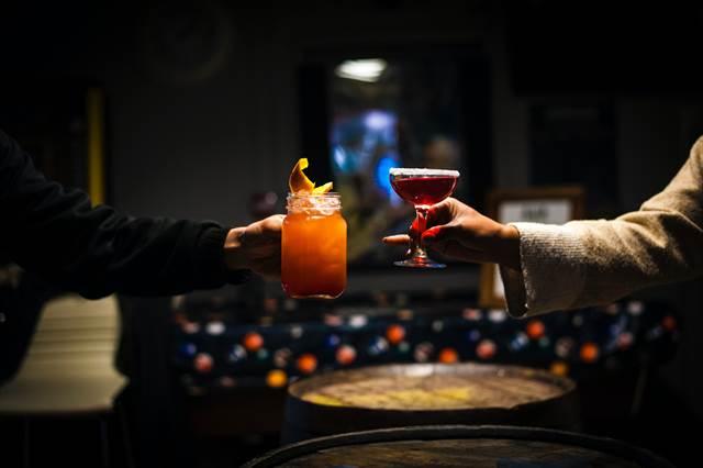 無料夢占い酒の夢の意味人間関係に繋がるヒント