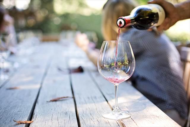 ワインを飲む夢の意味