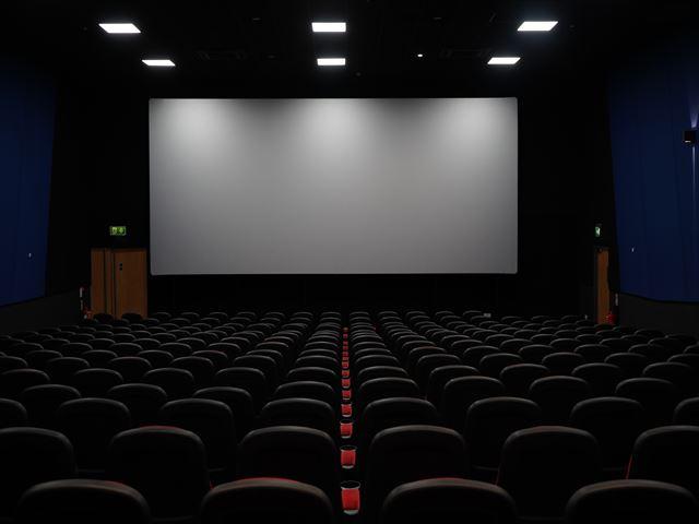 無料夢占い映画館の夢の意味