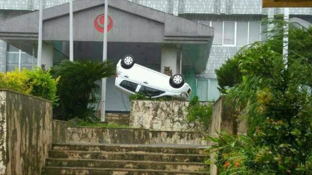 台風の激しい風で車が吹き飛ばされてしまう夢の意味