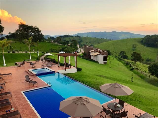 夏休みを涼しげな高原のリゾートホテルで過ごす夢